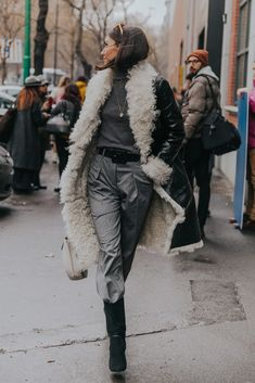 winter outfits street style The Ultimate Winter St - winteroutfits Mode Outfits, Fall Outfits, Fashion Outfits, Womens Fashion, Fashion Ideas, New Fashion Trends, Fashion Bloggers, Fashion Styles, Fashion Tips