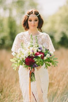 White, cranberry and green woodsy bouquet | Paula O'Hara