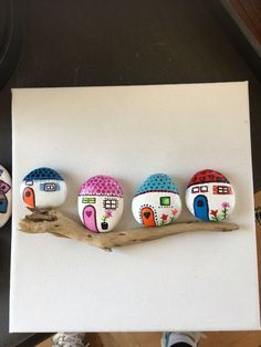 Ornamental rocks: (notitle) Source by patricketmaryvonne Pebble Painting, Pebble Art, Stone Painting, Rock Painting Designs, Paint Designs, Pierre Decorative, Decorative Rocks, River Rock Crafts, Painted Rocks Craft