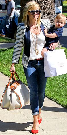 Love everything about this outfit and her accessories REESE WITHERSPOON photo | Reese Witherspoon