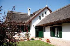Sukoró - tervező: Mérmű Építész Stúdió Cottage Homes, Traditional House, Hungary, My Dream Home, Countryside, My House, Sweet Home, Farmhouse, Rustic
