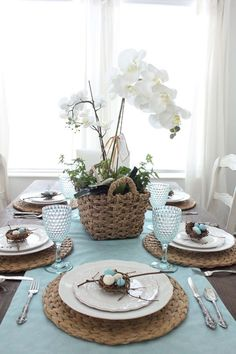 Easter 2017 the dining room 39 easy easter centerpieces and table settings for the big brunch Easter Table Settings, Easter Table Decorations, Easter Decor, Easter Centerpiece, House Decorations, Christmas Decorations, Seasonal Decor, Holiday Decor, Deco Table