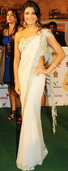 short patli saree draping style to look slim and taller