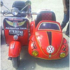 Vespa an VW Bug sidecar Scooters Vespa, Piaggio Vespa, Scooter Motorcycle, Motor Scooters, Vespa Ape, Triumph Motorcycles, Cars And Motorcycles, Best Scooter, Scooter Girl