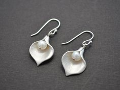 SALE - Matte Rhodium plated calla lily and pearl earrings - Silver earrings, Pearl earrings, Wedding earrings, Bridal jewelry, Clip earrings on Etsy, $16.99