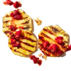 Charred Pineapple with Strawberry & Pink Peppercorn Relish Healthy Food, Healthy Recipes, Ginger And Honey, Vegetarian Paleo, Strawberry Recipes, My Recipes, Carrot, Meal Prep, Breakfast Recipes