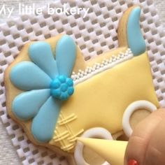 How to: baby carriage cookies. Fancy Cookies, Iced Cookies, Cute Cookies, Cupcake Cookies, Sugar Cookies, Baby Shower Sweets, Baby Shower Cookies, Cookie Frosting, Royal Icing Cookies