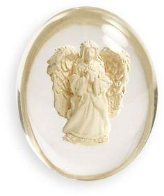 エンジェルストーンSerene (セりーン) ☆いつも天使をおそばに・持ち歩ける、身近に置いておけるエンジェルストーンです。 ★セリーンとはギリシャ神話の月の女神セレネを語源とする言葉で「平穏」や「穏やかさ」を意味します。 このエンジェルはきっとあなたの心を穏やかにしてくれるお手伝いをしてくれるでしょう。 •ストーンサイズ:3.75cm •生産地: 中国 •素材・成分: 材質:レジン(合成樹脂) •デザイン:アメリカ グリッターが中のエンジェルに吹き付けられていて所々キラキラ光ります。 今ストーンをお守りとして持ち歩くことがブームしている事をご存知ですか? バックやポケットに入れて持ち歩くと、あなたに良い事が起きるかも・・・  エンジェルスター社は、1991年に設立、サンフランシスコに拠点を置く会社です。オリジナルデザインのエンジェルストーンはアメリカはもとより、ヨーロッパ、日本でも愛されていますhttp://www.amazon.co.jp/dp/B004HCU7PA/ref=cm_sw_r_pi_dp_Otcjsb1H3B0WQ
