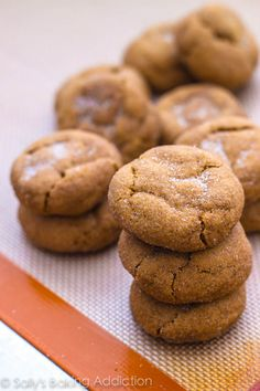 Soft Gingersnap Molasses Cookies #cookies