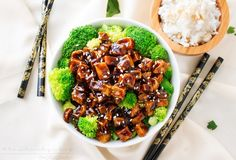 This tofu stir fry is great for vegetarians and meat eaters alike! Crispy baked tofu is stir fried in a deliciously flavorful spicy peanut sauce! Tofu Recipes, Asian Recipes, Ethnic Recipes, Spicy Thai Noodles, Spicy Peanut Sauce, Peanut Butter, Tofu Stir Fry, Vegetarian Main Dishes, Baked Tofu