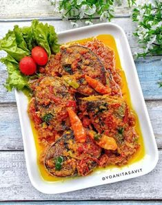 Resep Pesmol Ikan Tongkol Fish Recipes, Seafood Recipes, Recipies, Cooking Recipes, Indonesian Cuisine, Indonesian Recipes, Fish And Seafood, Food And Drink, Menu