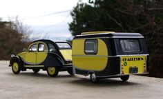 Great caravan and matching car bumble bee style Retro Caravan, Mini Caravan, Camper Caravan, Vintage Campers Trailers, Retro Campers, Cool Campers, Vintage Caravans, Small Trailer, Cars