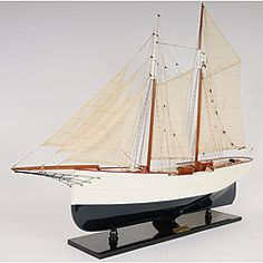 The hand-built Wanderbird model is built from scratch using a plank on frame construction method, taking more than 100 hours to finish it. This model ship is made of mahogany and painted in white and