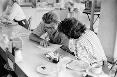 James Dean and Elizabeth Taylor having lunch together. (1955)