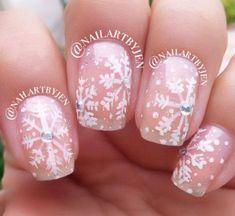 20-Best-Winter-Snowflake-Nail-Art-Designs-Ideas-Trends-Stickers-2014-18.jpg (500×459)
