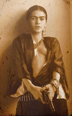 O ARMÁRIO DE FRIDA I thought this was a photomontage, but I may be wrong.