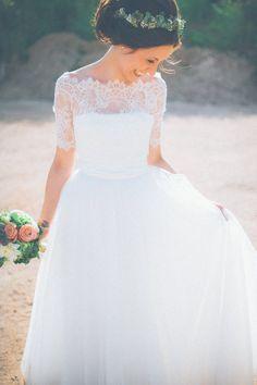 IFrau Hölle Studio Wedding | Cymbeline Wedding Dress | Jimmy Chor Bridal Shoes | Die Pflugsmuehle | Anija Schlichenmaier Photography | http://www.rockmywedding.co.uk/tanja-andreas/