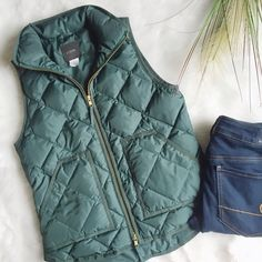 SALE J. Crew Excursion Vest in Hunter Green A closet staple and a rare J. Crew piece -- the excursion vest in hunter green. Size XS. Excellent condition with no flaws. Looks great over a thick plaid flannel. Price firm unless bundled. J. Crew Jackets & Coats Vests