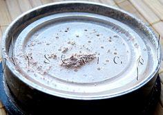Jak zrobić swój podkład mineralny: http://arsenicmakeup.blogspot.com/2012/10/diy-podkad-mineralny.html