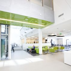 Alberga B-talon aula on avara ja valoisa Divider, Interior Ideas, Business, Offices, Room, Furniture, Park, Home Decor, Bedroom