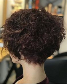 The little girl with short hair gives a kind of lovely girl feeling, fresh and temperament. Whether it's straight hair or curly hair, it gives people a kind of lightness and flexibility. Permed Hairstyles, Headband Hairstyles, Diy Hairstyles, Straight Hairstyles, Wedding Hairstyles, Haircuts, Girl Short Hair, Short Hair Cuts, Wavy Pixie Cut