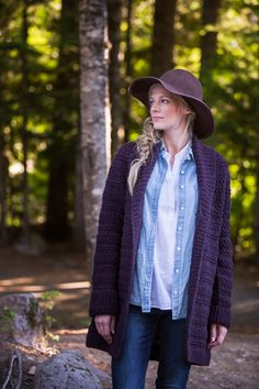 Brooklyn Tweed Bannock Cardigan is a contemporary, swingy open-front coat. Cardigan Pattern, Crochet Cardigan, Brooklyn Tweed, Knit In The Round, Sleeve Designs, Pull, Chic Outfits, Mantel, Sweaters For Women