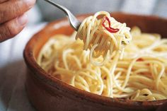 Carluccio's spaghetti aglio olio peperoncino http://www.lovefood.com/images/content/body/Antonio%2520Carluccio%27s%2520Spaghetti%2520with%2520Garlic%2520Oil%2520and%2520Chilli.jpg