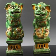 FINE LARGE PAIR OF CHINESE KANGXI SANCAI BISCUIT PORCELAIN FOO LION STATUES 19TH