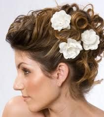 I love flowers in the hair