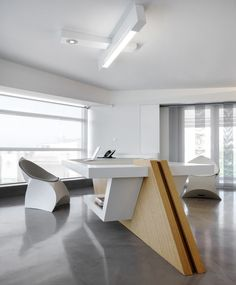 Office furniture is always important, for decoration. Modern office furniture 2014 and easy-to-use method for you to read. Office Table Design, Reception Desk Design, Office Space Design, Office Furniture Design, Office Interior Design, Office Interiors, Office Decor, Office Reception, Office Designs