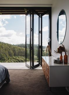 jolie porte accordeon interieur en verre pour la chambre a coucher avec vue