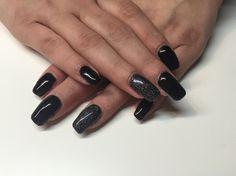 Black e glitter nails!