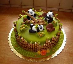 1001 ideas for choosing the best cake for kids cake decorating recipes kuchen kindergeburtstag cakes ideas Panda Bear Cake, Bolo Panda, Panda Cakes, Bear Cakes, Pretty Cakes, Cute Cakes, Crazy Cakes, Novelty Cakes, Creative Cakes