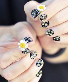 Beautiful Daisy Nail Art Ideas for Girls
