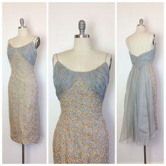 años 50 gris bordado vestido de fiesta / por CheshireVintageShop