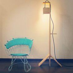 Luminária Tree e cadeira anos 60 restaurada!. #wood #woodwork #handmade #furniture #design #furnituredesign #60 #chair #light #luminaire #decor #decoração #arquitetura #móvel #mobiliário #eco #curitiba de ecoestudio