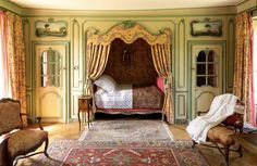French Decor Style Guide - The Local Flea San Francisco Bay Area Alcove Bed, Bed Nook, Built In Bed, French Country Bedrooms, Box Bed, Aesthetic Room Decor, Bedroom Vintage, French Decor, Beautiful Bedrooms