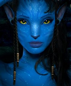 If Angelina Jolie was in Avatar, that's how she would probably look like! Made with Photoshop Original image [link] Angelina Jolie joins 'Avatar' Halloween Eye Makeup, Halloween Eyes, Halloween Looks, Fantasy Make Up, Fantasy Art, Avatar Makeup, Tinta Facial, Avatar Fan Art, Avatar Costumes