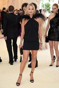 Met Gala Kate Moss, oozes glamour in a chic black dress Gala Dresses, Sexy Dresses, Nice Dresses, Blake Lively, Kate Moss Stil, Prince Héritier, Met Gala Red Carpet, Stephanie Seymour, Carla Bruni