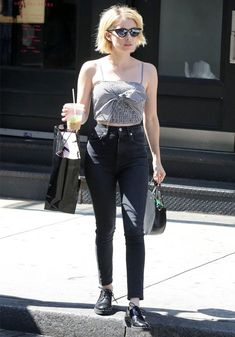 Emma Roberts is the petite girl style icon we all need. If you're struggling with fashion for short girls, pay attention to Roberts's key style tips. Short Girl Fashion, Over 50 Womens Fashion, Casual Street Style, Street Style Women, Casual Outfits, Fashion Outfits, Summer Outfits, Fasion, Fashion Styles