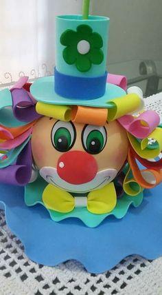 Ideal para el día del niño Carnival Party Decorations, Paper Christmas Decorations, Carnival Birthday Parties, Circus Birthday, Foam Crafts, Diy And Crafts, Crafts For Kids, Paper Crafts, Clown Party