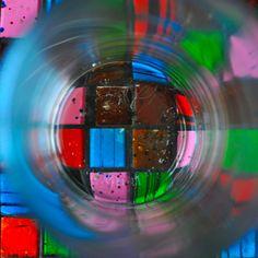 synchroonkijken, leeg glas op onderzetter