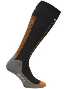 CRAFT WARM ALPINE SOCK Teknisk og høy funksjonell strømpe med ull i helt og tå for alpint i kaldt vær. - Ergonomisk venstre og høyre konstruksjon- Trykkpunkt teknologi for optimal komfort- Sømløs tå Str. 34/36 - 46/48 Trykk: Ønsker du din logo på dette produktet? Be oss om pris på post@blatt.no Socks, Warm, Fashion, Moda, Fashion Styles, Sock, Stockings, Fashion Illustrations, Ankle Socks