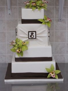 brown and green cake that could of been our wedding cake lol