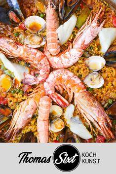 Original #Paella zeige ich Dir in diesem Beitrag. Begleite mich auf meiner #Pilgerreise zum Santuari de Lluc auf Mallorca. #Chefkoch Manuel vom Restaurant Sa Fonda hat uns die wichtigsten Tipps gezeigt.   Ein Kochrezept entdeckt, fotografiert und aufgeschrieben von #Kochprofi #ThomasSixt Shrimp, Low Carb, The Originals, Ethnic Recipes, Food, Restaurant, Spanish Cuisine, Healthy Dieting, Spain