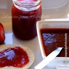 Doce de Tomate com Morangos (3.4/5) Pavlova, Pudding, Desserts, Food, Stuffed Italian Bread, Lemon Mousse, Strawberries, Tailgate Desserts, Deserts