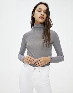Camisa Feminina Social Preta de Botoes Estama Marca de Batom Beijos