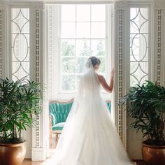 These bridal portraits are stunning taken at The Governor Thomas Bennett House in Charleston, SC