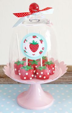 Strawberry themed desserts table and DIY decorations Strawberry Cake Pops, Strawberry Shortcake Birthday, Strawberry Baby, Chocolate Strawberries, Strawberry Lemonade, Vintage Birthday Parties, Vintage Party, Christmas Cake Pops, Seasonal Celebration