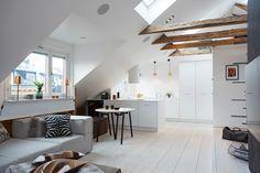 Zweeds huis met een bijzonder gave, zwevende trap - Roomed | roomed.nl